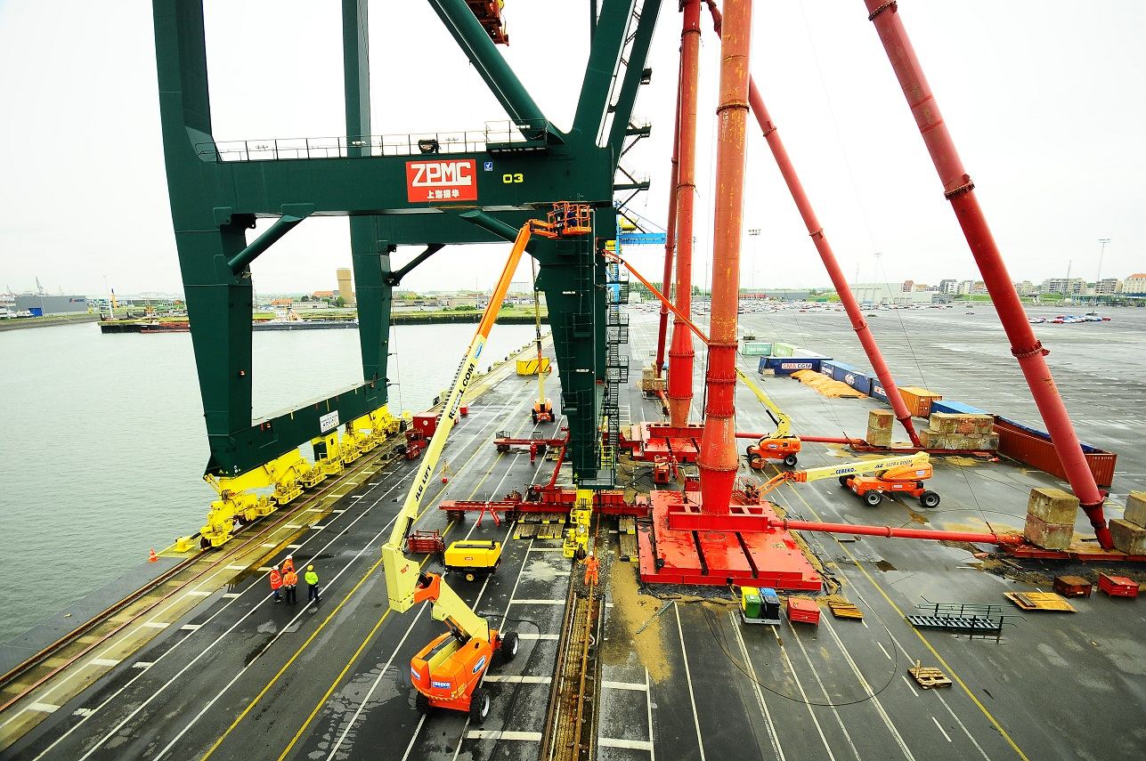 WorldCargo News - News in Print - Riding the crane rails