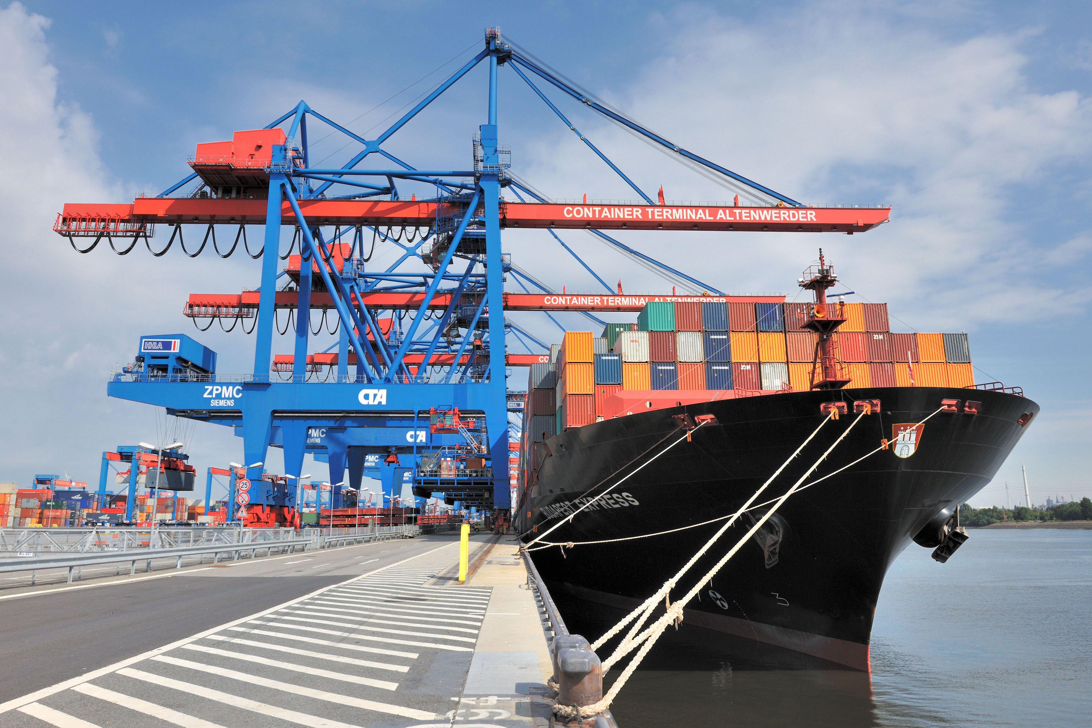 The switch could be worth as much as 0.5M TEU a year to HHLA