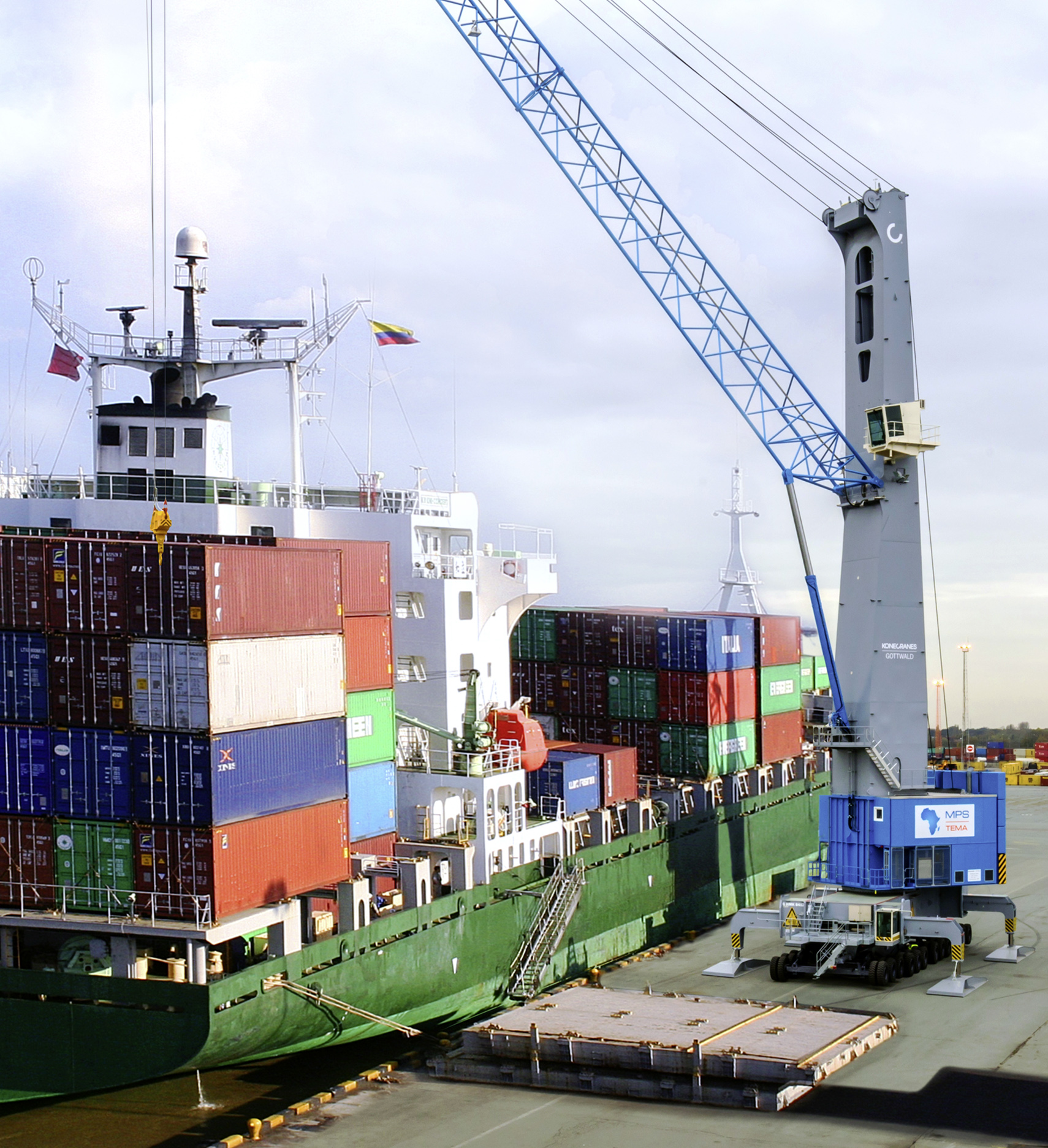 A 12-axle G HMK 8412 crane in operation with MPS in the Ghanain Port of Tema
