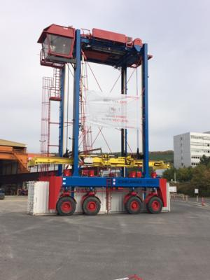 The new Konecranes NSC 644 EHY and separating twin lift spreader.