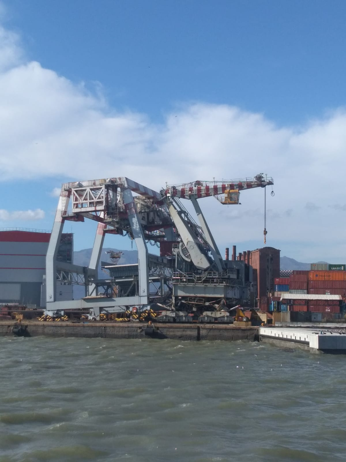 One crane crashed into another at ILVA Steel Group's terminal in Genoa