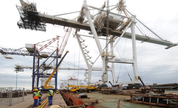 The IMPSA crane, moved from Durban in 2012, is a complete loss