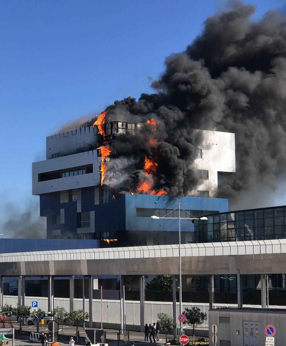 A few days before the storm, a fire had destroyed the new port authority building in Savona!