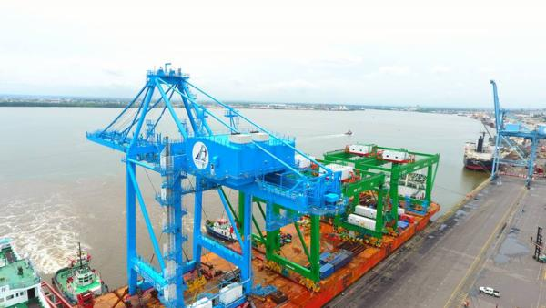 Douala received a new STS crane in 2017