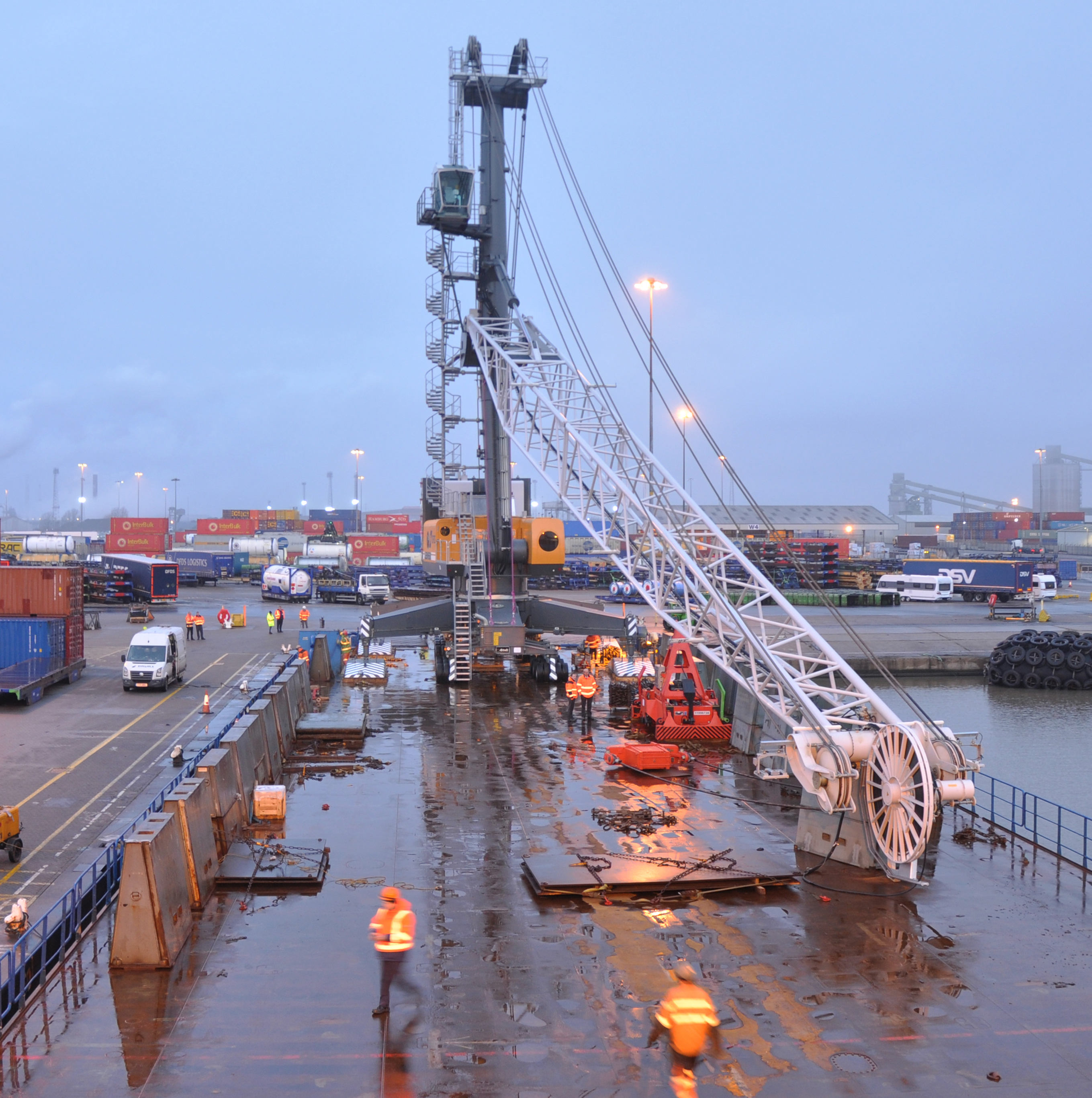 DFDS invests £3M in new Liebherr MHC at Immingham