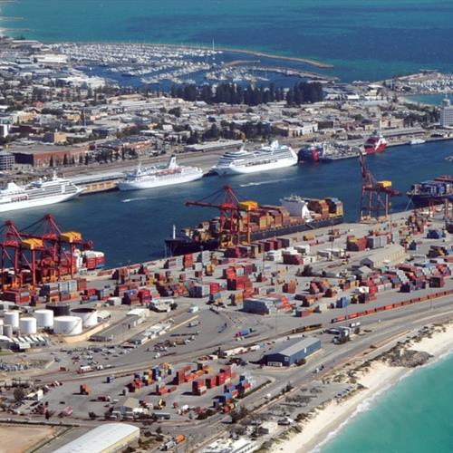 Fremantle sticks with DP World & Patrick