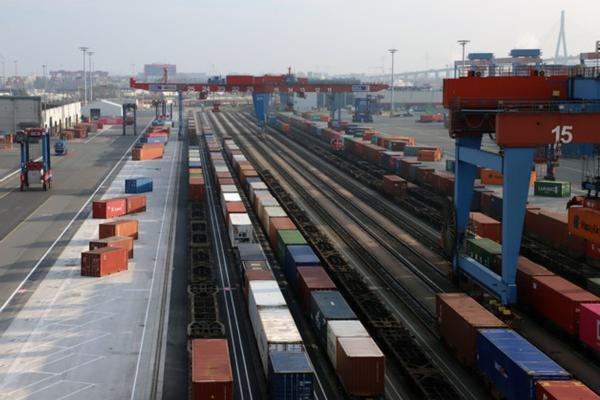 HHLA increases on-dock rail capacity at Burchardkai