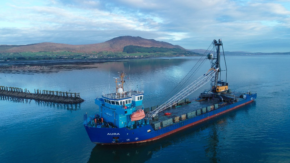 Typical short sea shipment: MeriAurora flat deck ro-ro with LHM 420 for Greenore Port, Ireland