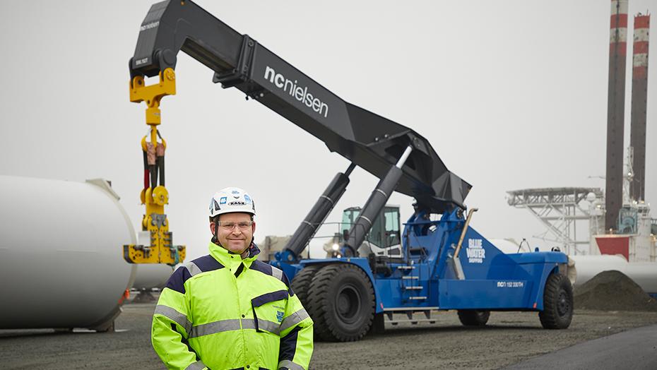 NC Nielsen delivers 152 tonnes reach stacker