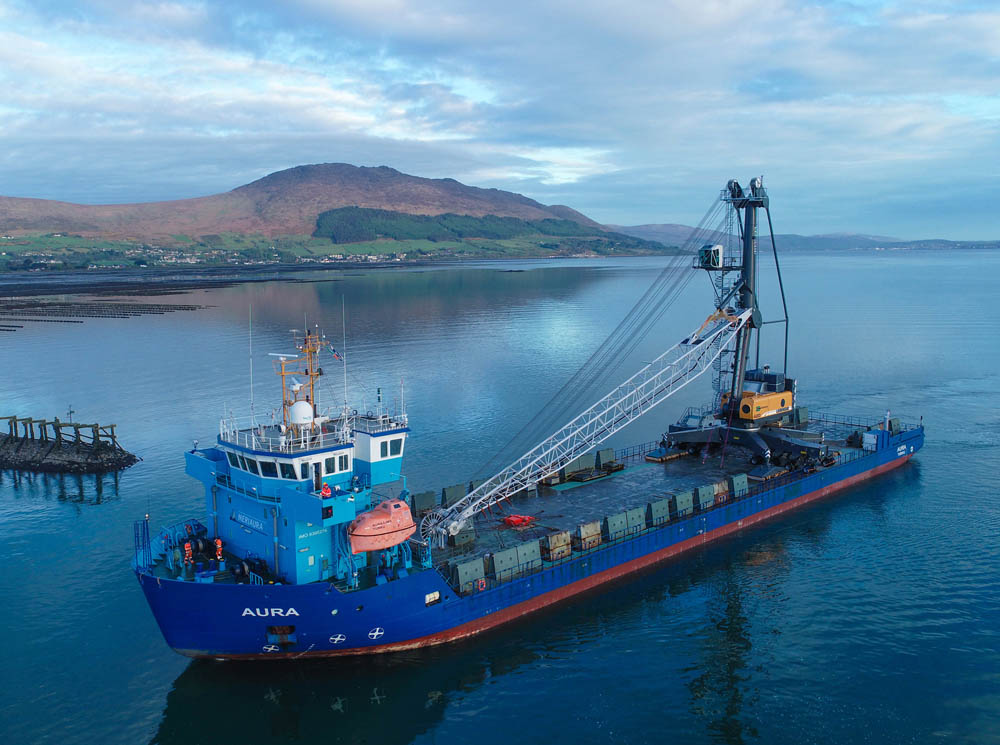 A LHM 420 arriving in Greenore, Ireland