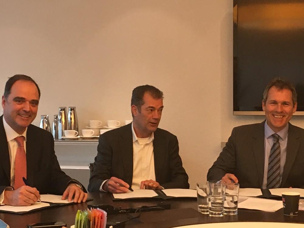 L to R: Stephen Fewster (ING), Frank Nietzman (Spliethoff), Francois Gaudet (EIB)