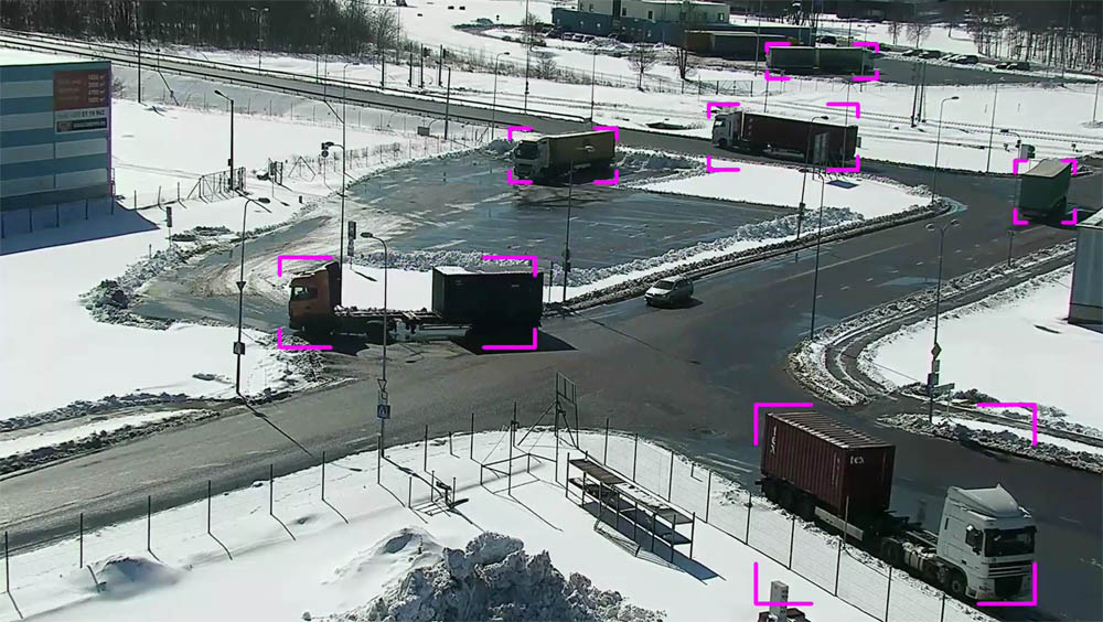 With Visy Area, the location of all assets on the terminal is tracked using cameras