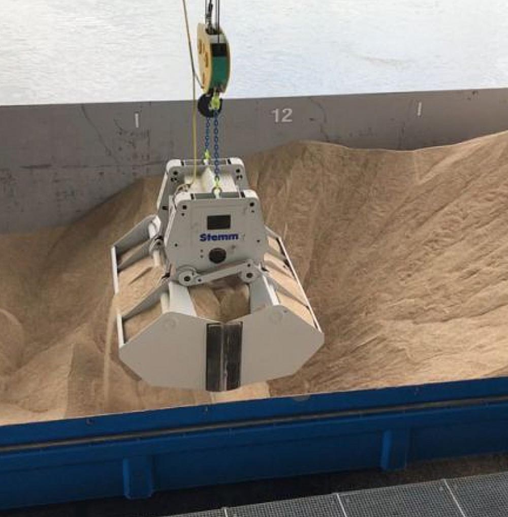 At Auhafen Muttenz Basel, Stemm installed an electrohydraulic clamshell grab