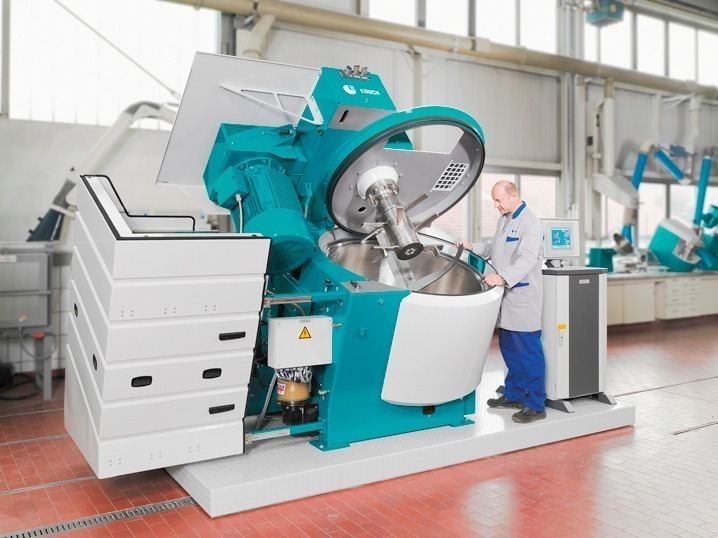 Multifunctional mixer for laboratory and production
