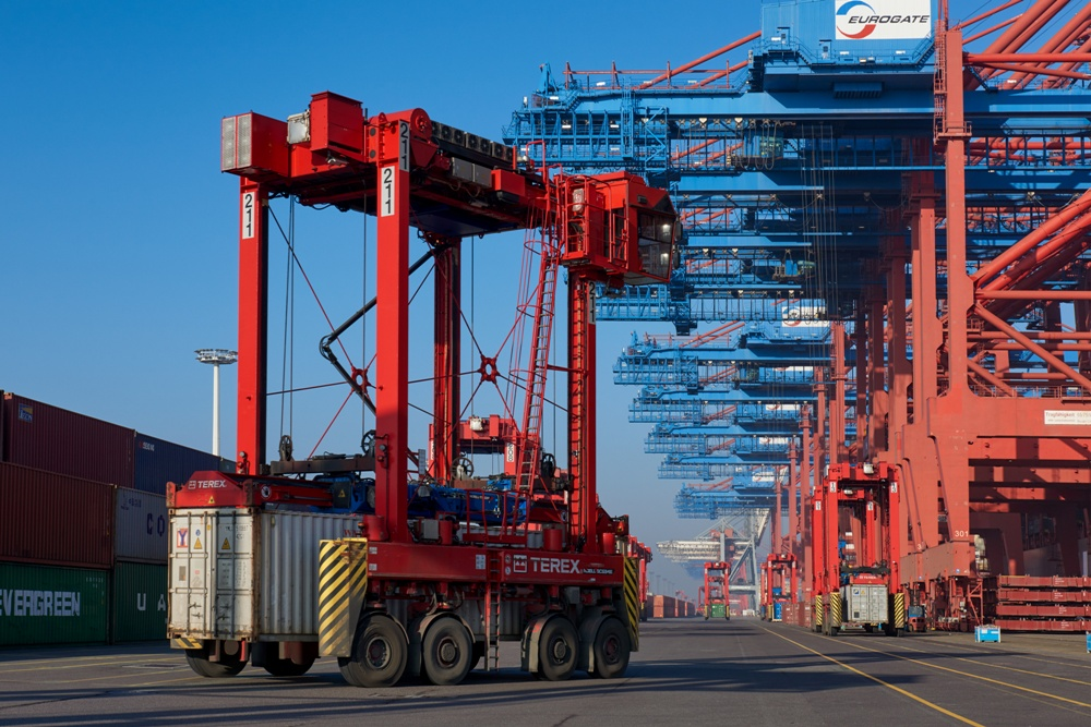 Konecranes books major orders for straddle carriers and reach stackers