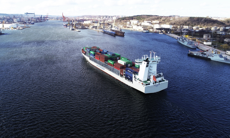 Unifeeder's VERA RAMBOW sailing into the port of Gdynia