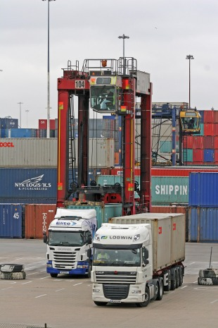 DP World Southampton to introduce £5 charge for older container trucks