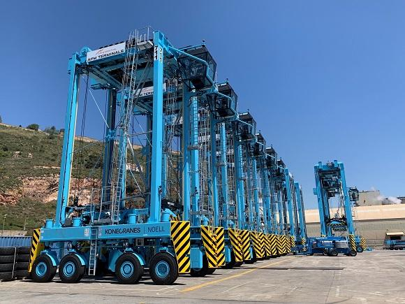 New straddle carriers for APM Terminals Barcelona