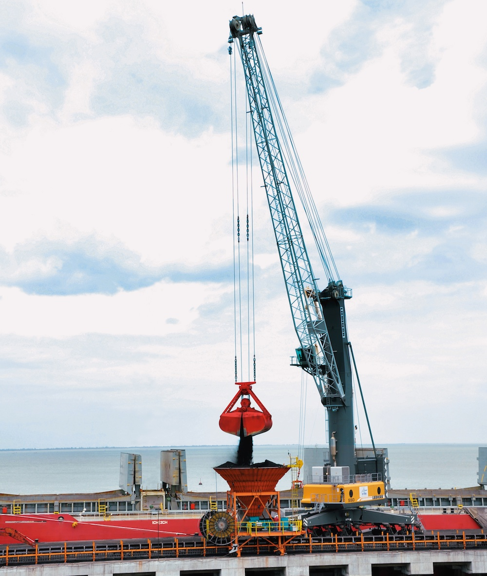 A Liebherr LHM four-rope crane for bulk handling operations