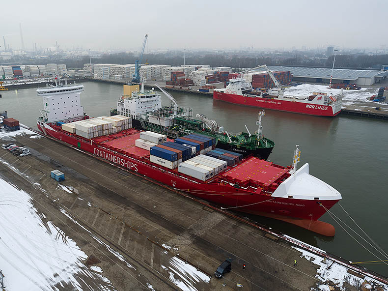 Containerships Nord loading LNG bunkers in Rotterdam