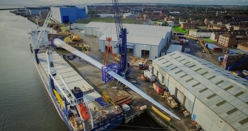 SYMPHONY SPACE shipboard crane and a Blyth mobile harbour crane unloaded the record-breaking blade