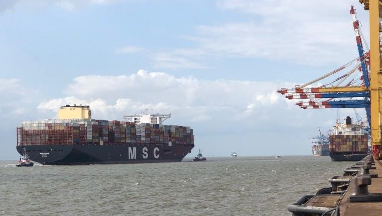 MSC GÜLSÜN docks at Bremerhaven – and sails into a storm