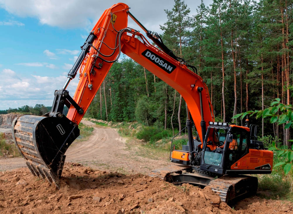 New DX300LC-7 30t Stage V excavator from Doosan