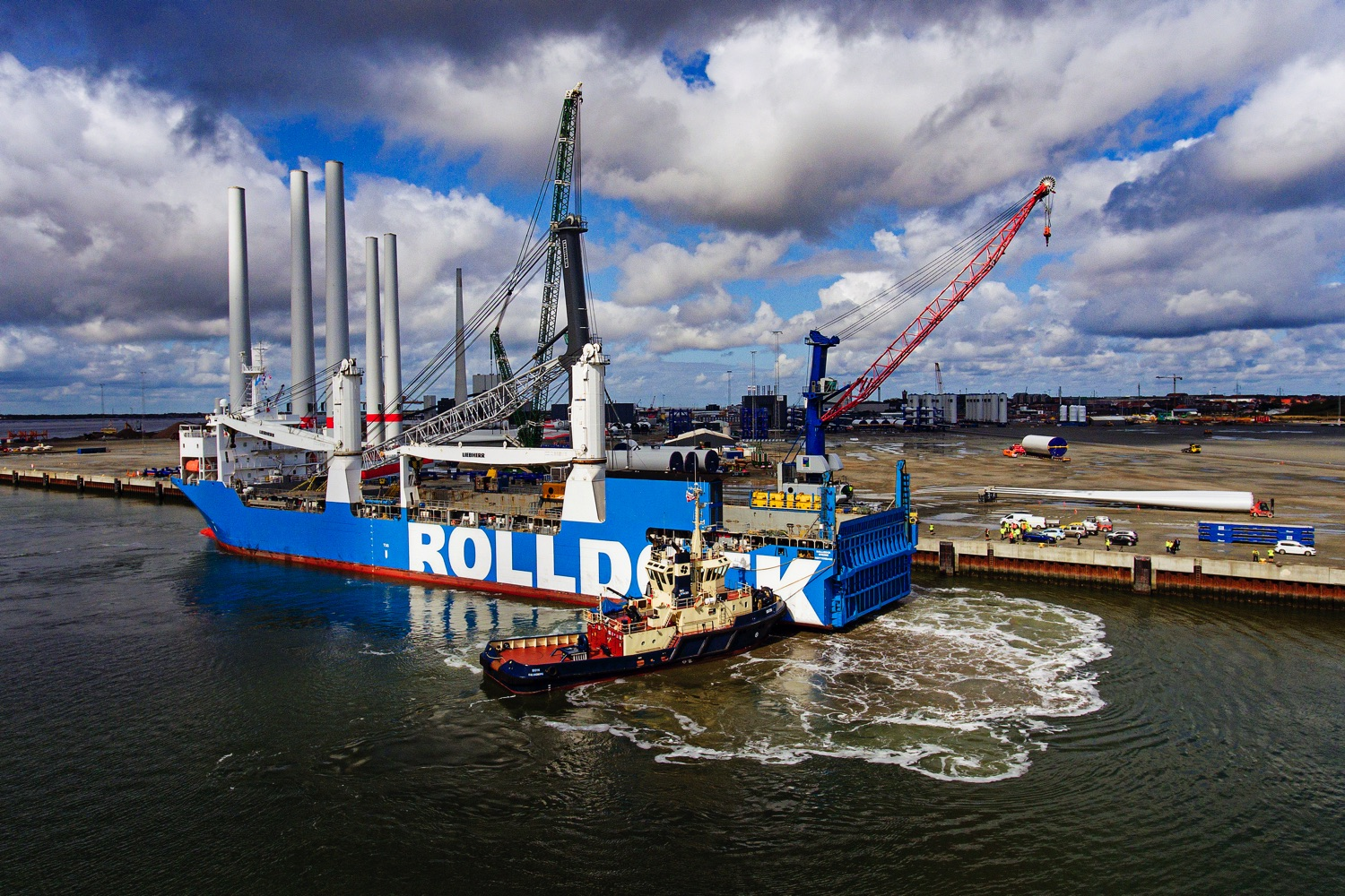 ROLLDOCK STORM with the Liebherr 800 arriving in the Port of Esbjerg