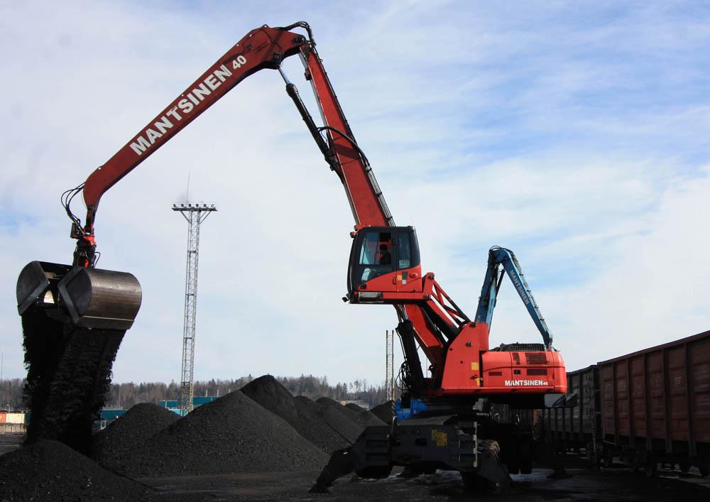 MRC's new Mantsinen 120R materials handler in operation