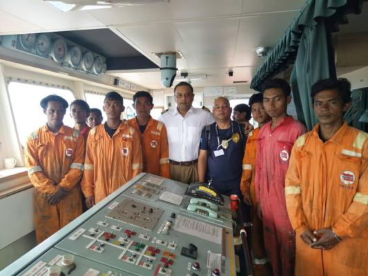 Bulk carrier rescues fishermen lost at sea