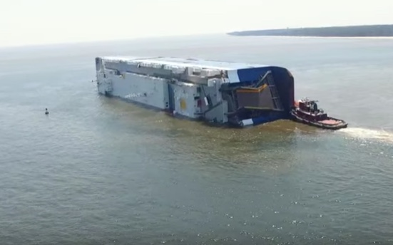 Vessel capsizes at Brunswick