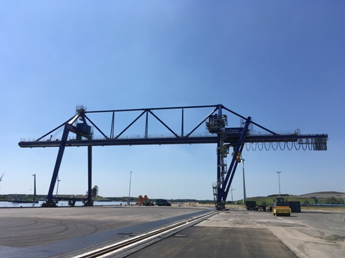 Innovative trimodal container crane from Kuenz