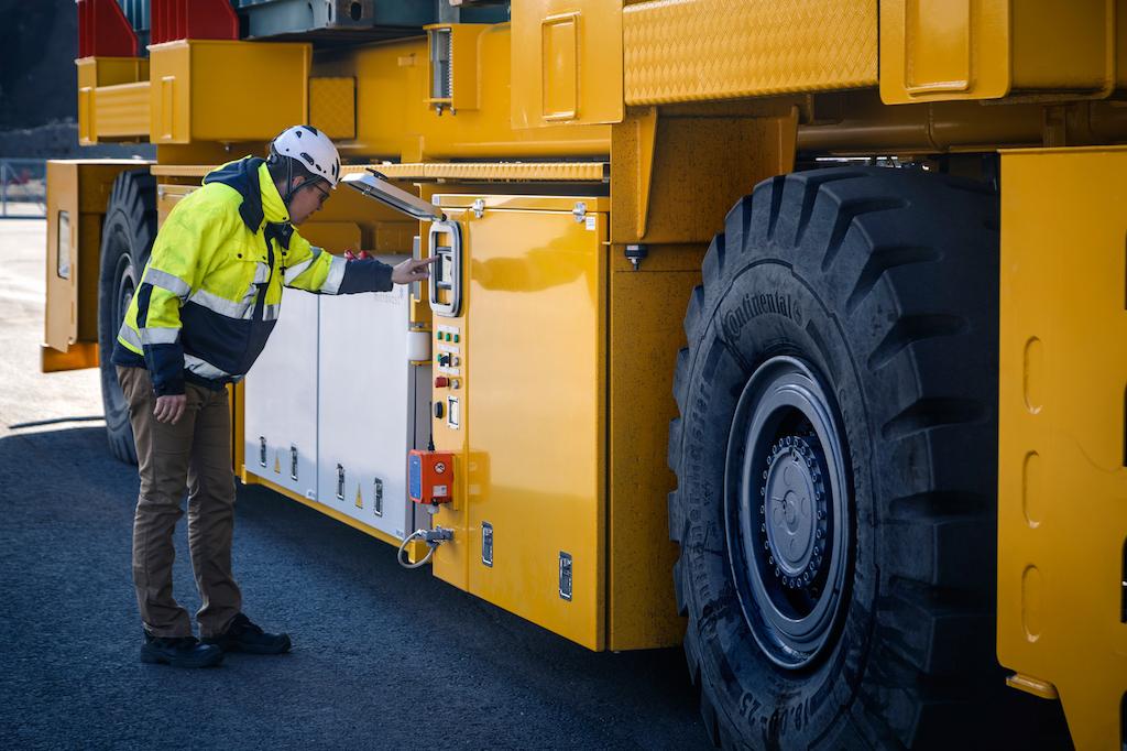 Kalmar lands PSA AGV deal