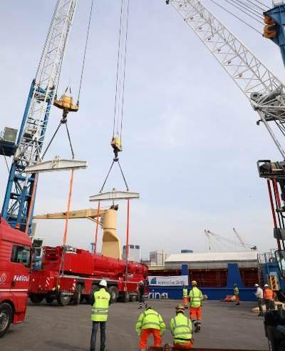 Terminal San Giorgio unloads giant cranes