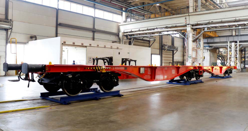 Part of the first run of standard gauge 80ft articulated container flatcars