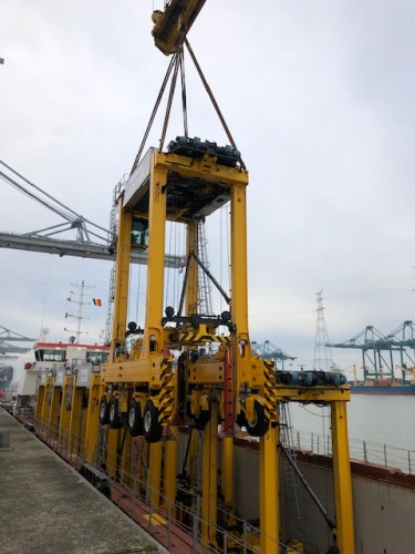 DP World Antwerp Gateway reduces CO2 footprint with new hybrid straddle carriers