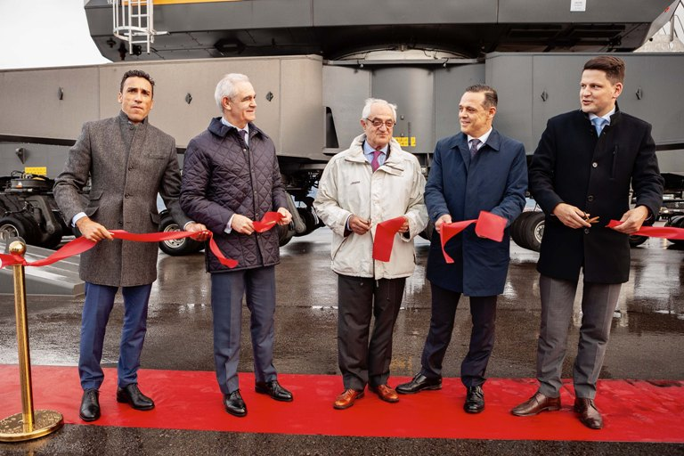 Inauguration ceremony for the new crane in El Musel. (See above for names)