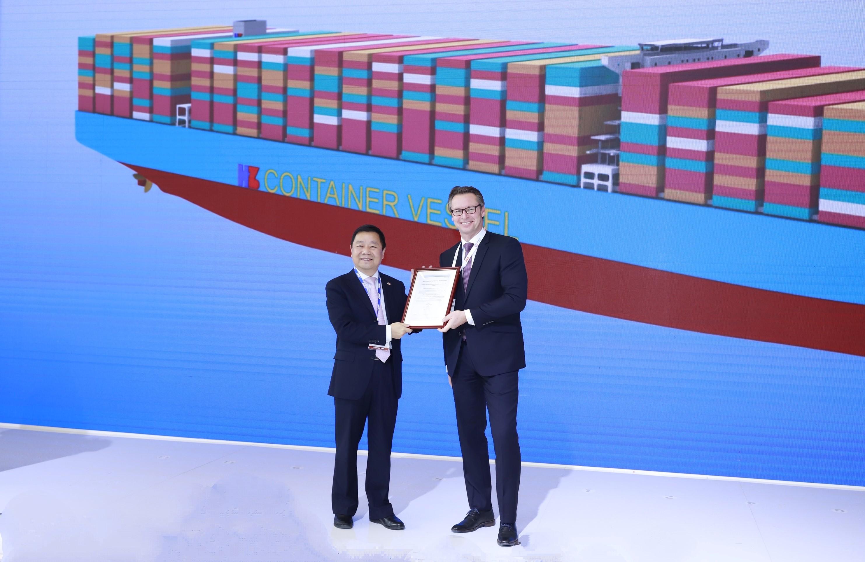 Hudong-Zhonghua Shipbuilding gets AiP for 25,000 TEU LNG ship