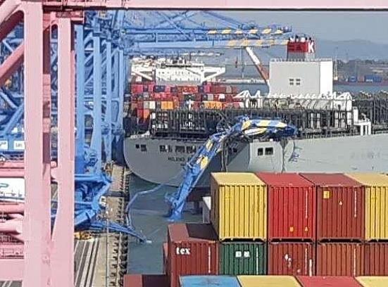 Ship/STS crane collision in Busan