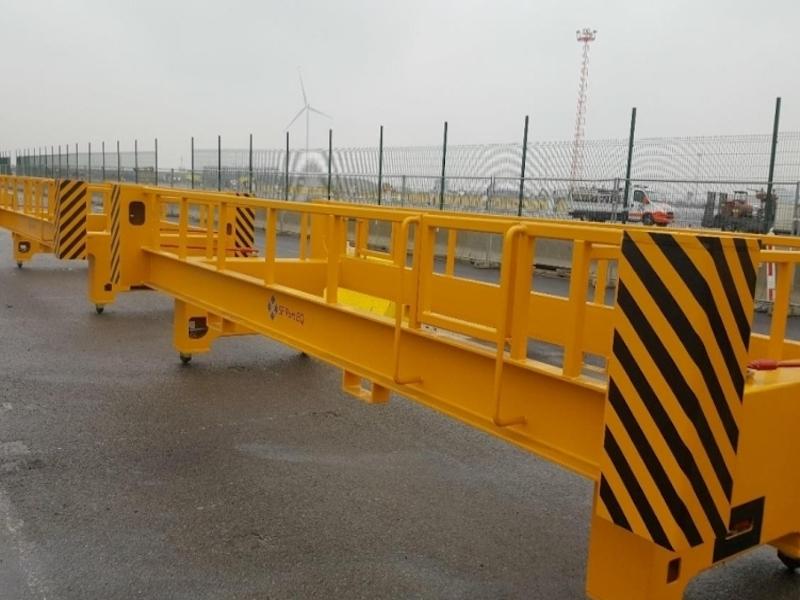 """STS crane spreader """"rescue"""" attachment"""
