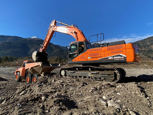 Italian job for Doosan crawler excavator