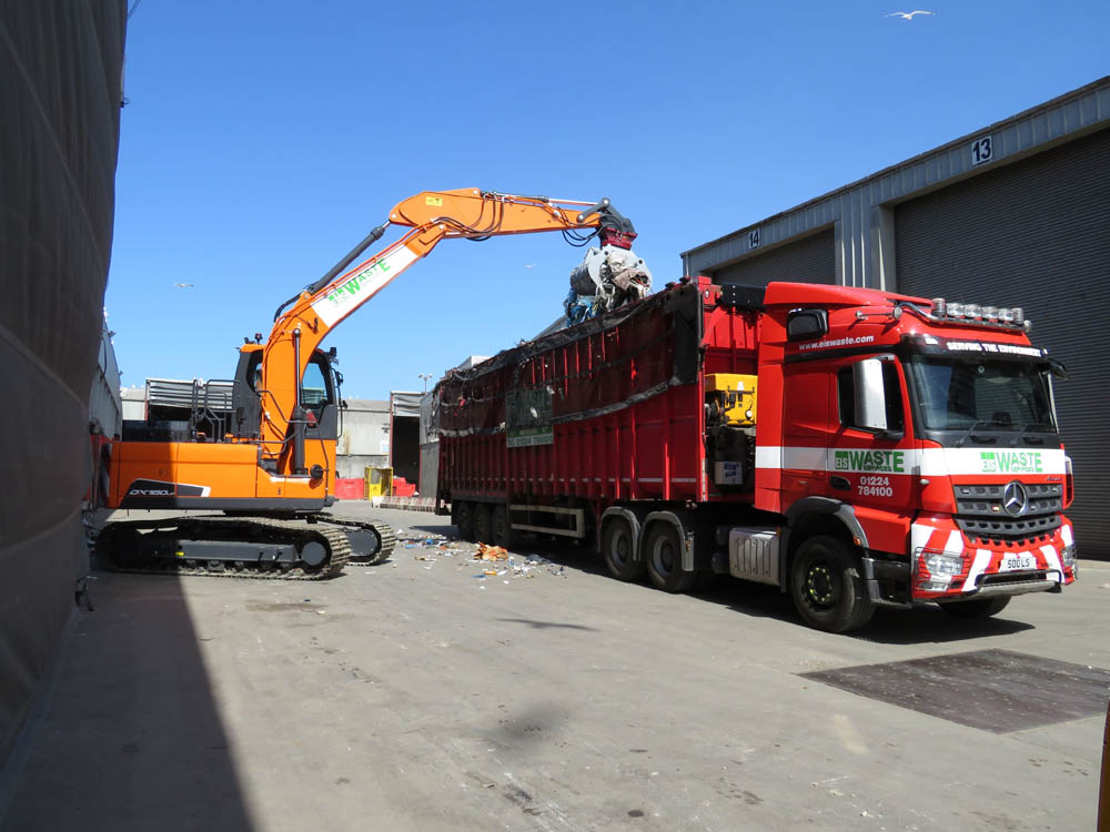 New excavator duo for EIS Waste Services