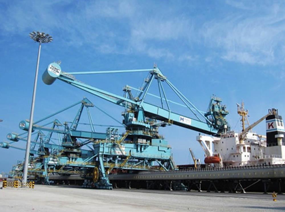 Japan debut for ZPMC bulk cargo equipment