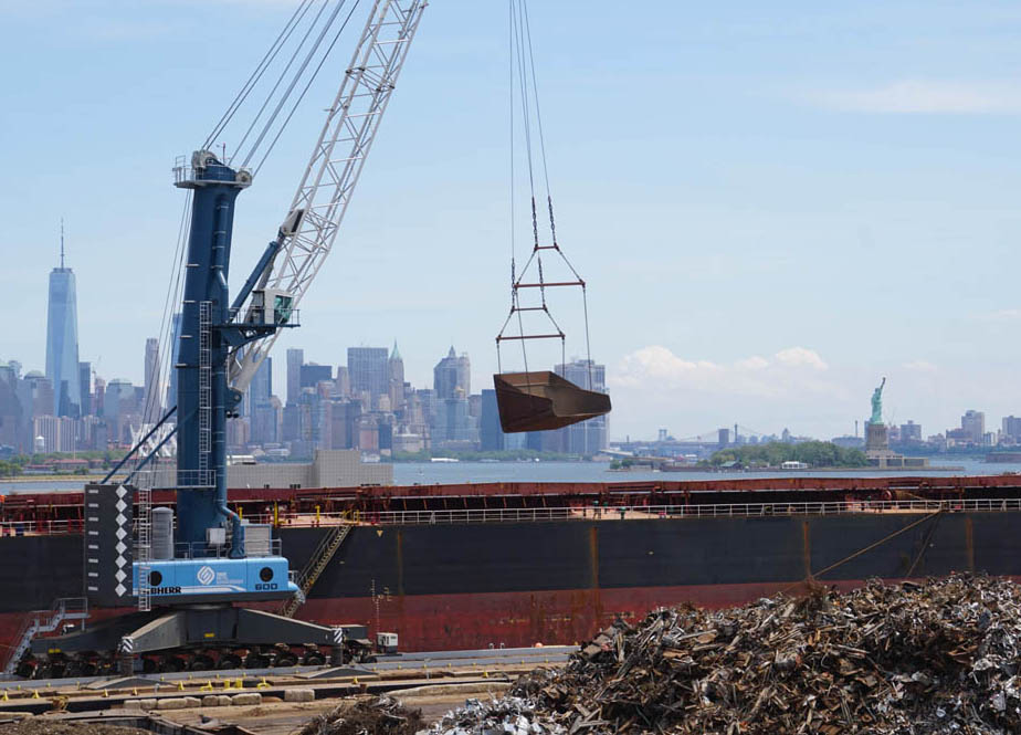 Liebherr crane solution afloat in New York