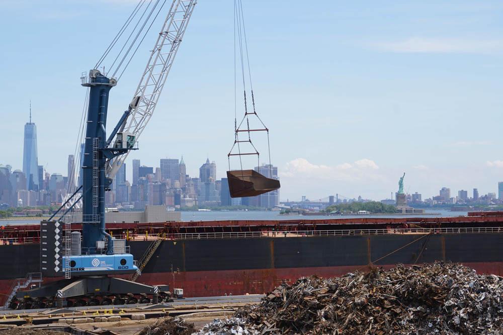 Liebherr crane solution afloat in New York