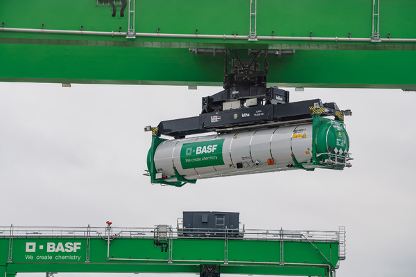 Kombiverkehr for ultra high capacity tank containers