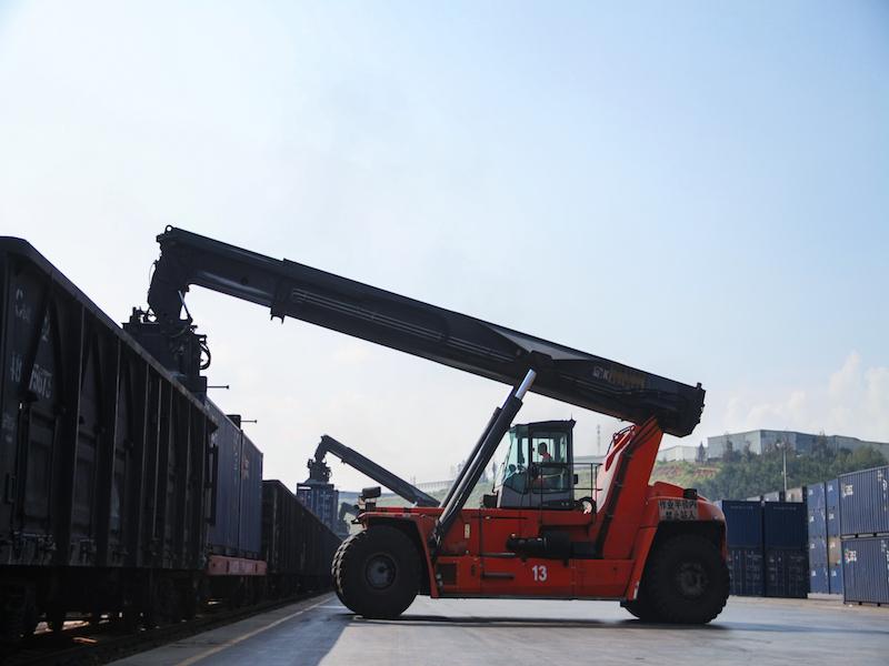 Essential reachstackers for CRIntermodal