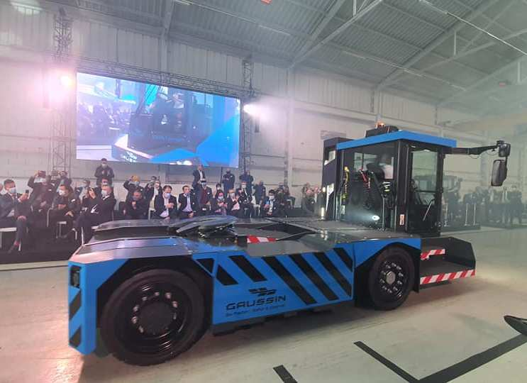 Gaussin presents fuel cell hybrid tractors