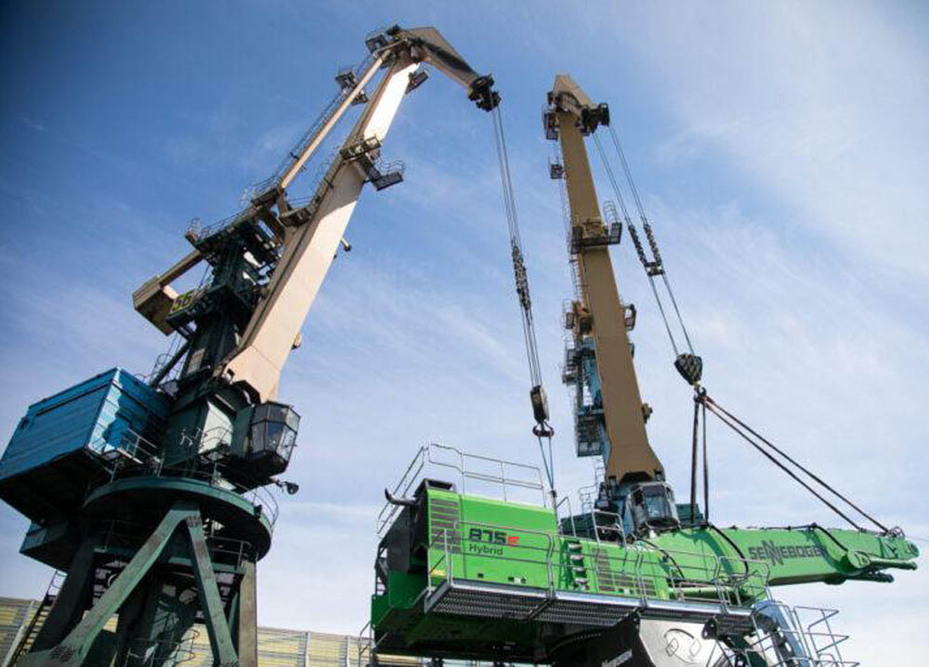 Arctic job for Sennebogen hydraulic handlers