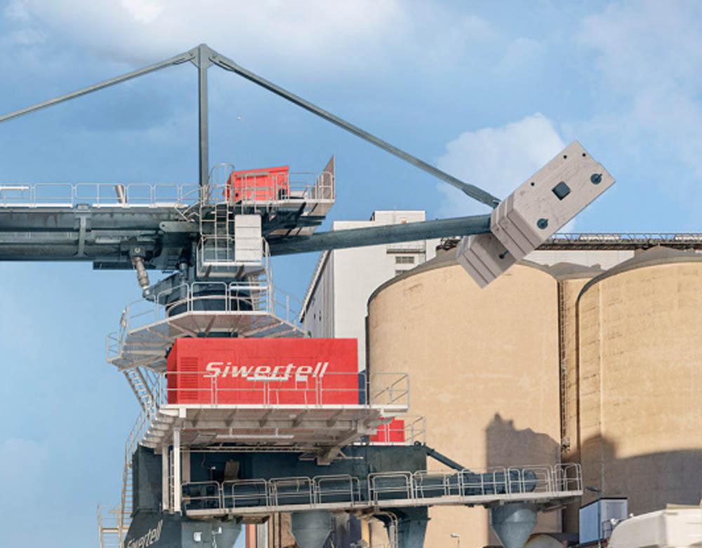 Port-mobile unloader expands operational range